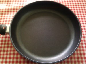 Swiss Diamond Frying Pan inside